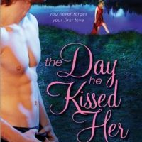 ICYMI: The Day He Kissed Her by Juliana Stone @Juliana_Stone ‏@JULIEYMANDKAC @SourcebooksCasa